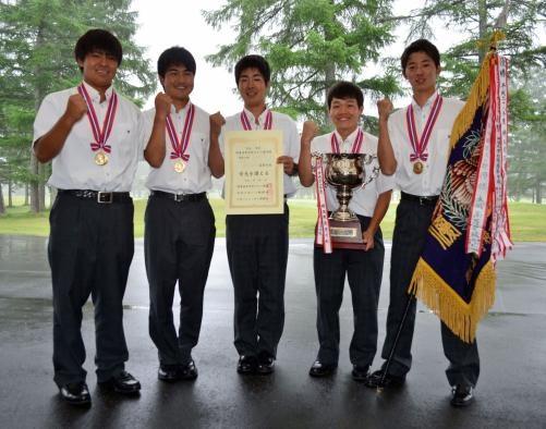 団体男子で初優勝した開志国際。左から五十嵐瑠亜、大沢優、岩富凱也、若有宣彦、平川陸斗