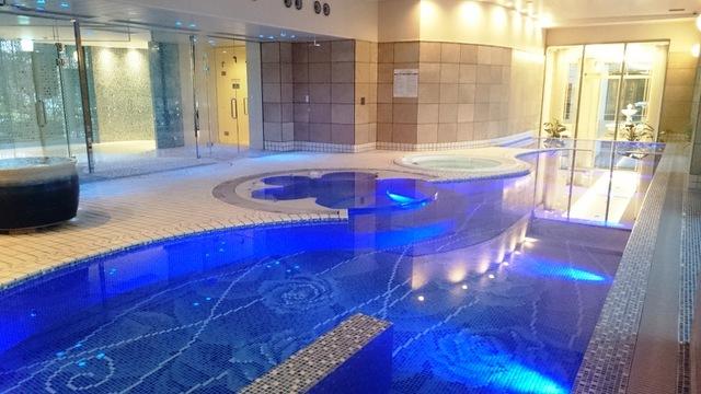 冬でも暖かい温泉プール♪