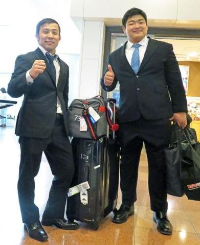グランドスラム・パリ大会から帰国した高藤直寿(左)と王子谷剛志(撮影・峯岸佑樹)