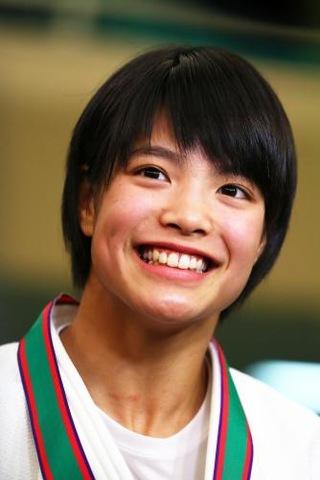 優勝の喜びを笑顔で語る女子個人52キロ級で優勝した夙川学院・阿部詩(撮影・足立雅史)