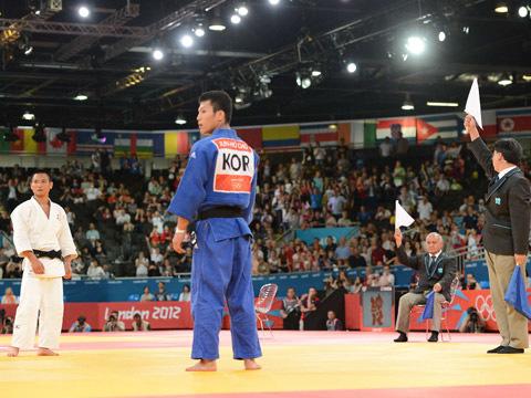 子66kg級 準々決勝 海老沼-チョ・ジュンホ やり直しの旗判定