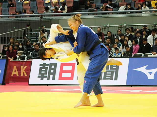 女子70kg級 新井千鶴 vs A.BERNHOLM