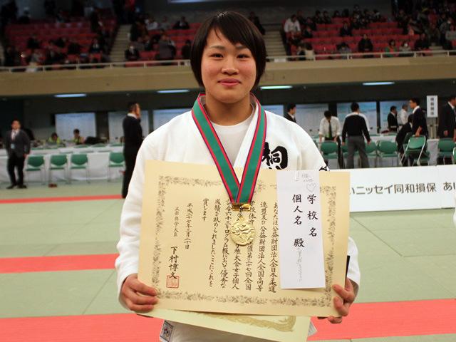 女子63kg級優勝 嶺井 美穂