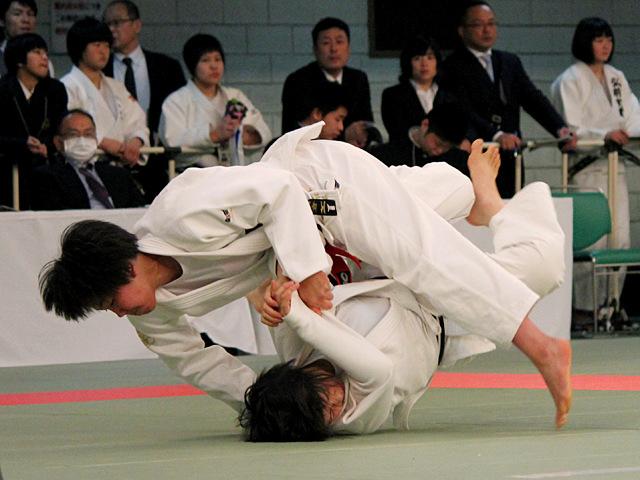 女子63kg級4回戦_鍋倉那美vs佐々木ちえ