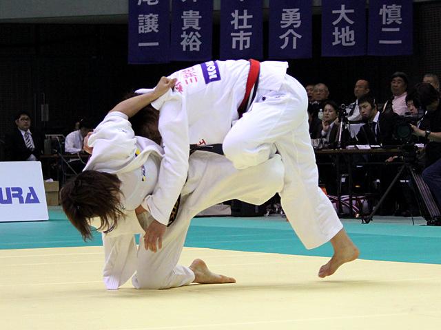 女子70kg級 決勝戦 新井千鶴vs田知本遥�B