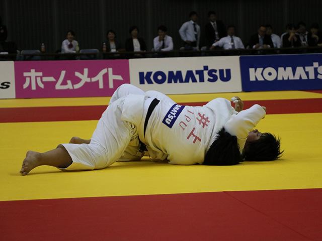 女子78kg超級 決勝戦 素根輝 vs 井上あかり�A