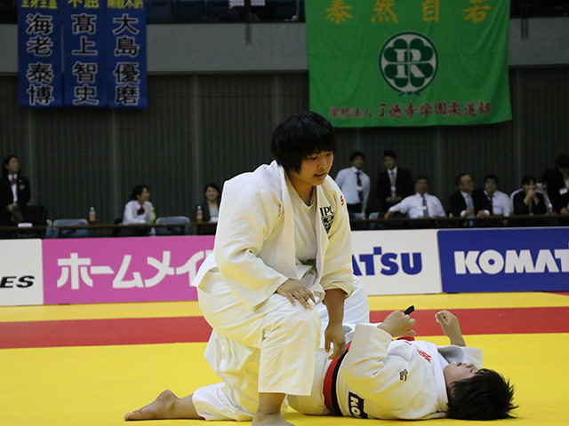 女子78kg超級 決勝戦 素根輝 vs 井上あかり�B