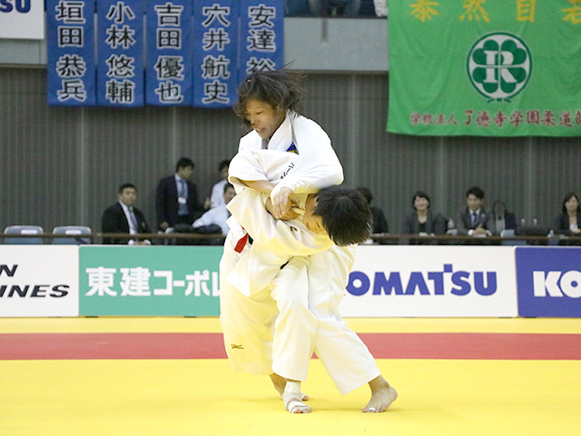 女子57kg級 決勝戦 山本杏 vs 渡部優花�A