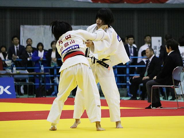 女子48kg級 準決勝戦 芳田真 vs 田中芽生