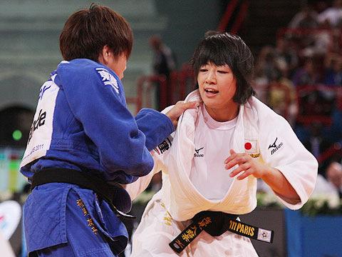 女子48kg級決勝 浅見八瑠奈-福見友子