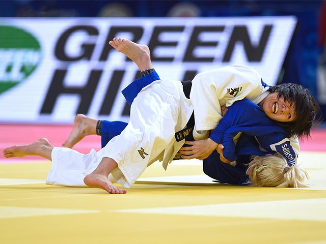 女子個人48kg級準々決勝 浅見 八瑠奈選手 vs M.CHERNIAK選手�@