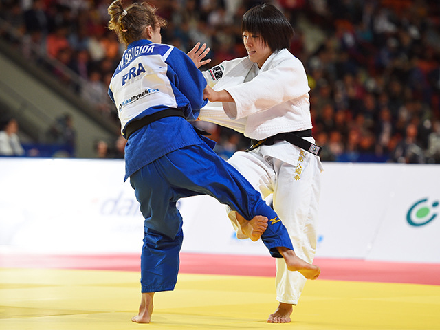 女子個人48kg級準決勝 浅見 八瑠奈選手 vs N.BRIGIDA選手�@