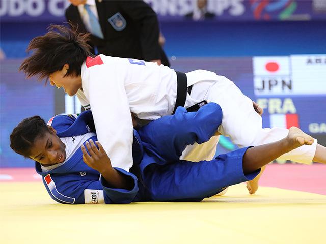 女子70kg級 決勝 新井千鶴 vs M.GAHIE