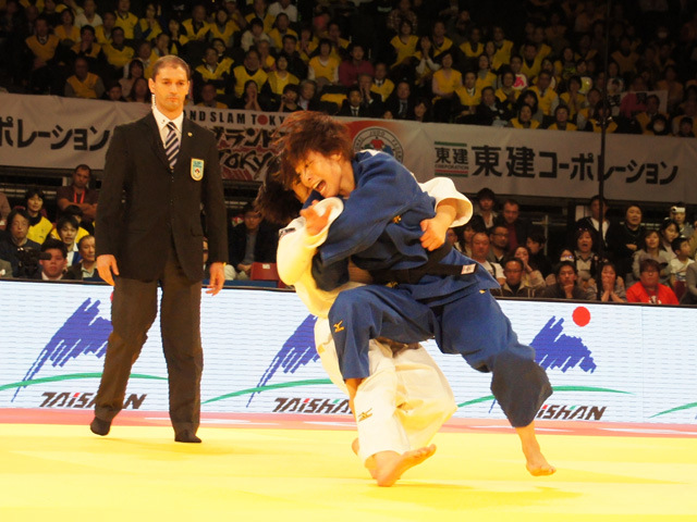 48kg級 近藤亜美 vs 浅見八瑠奈