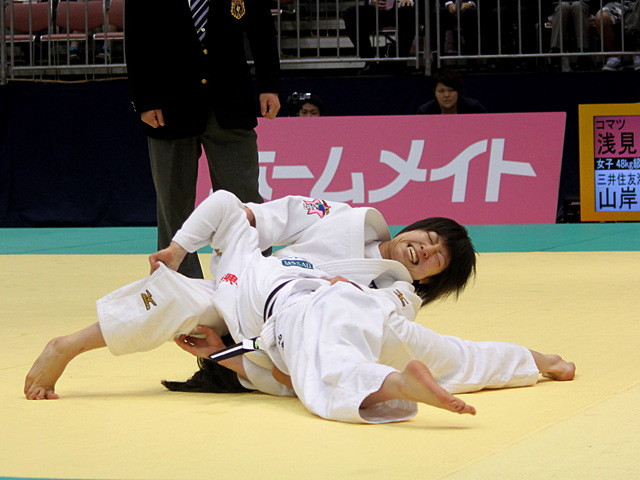 女子48kg級準決勝戦_浅見八瑠奈vs山岸絵美