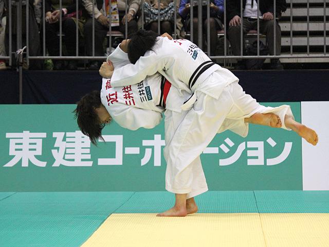 女子48kg級決勝戦_浅見八瑠奈vs近藤亜美�@