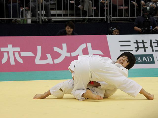 女子48kg級決勝戦_浅見八瑠奈vs近藤亜美�A