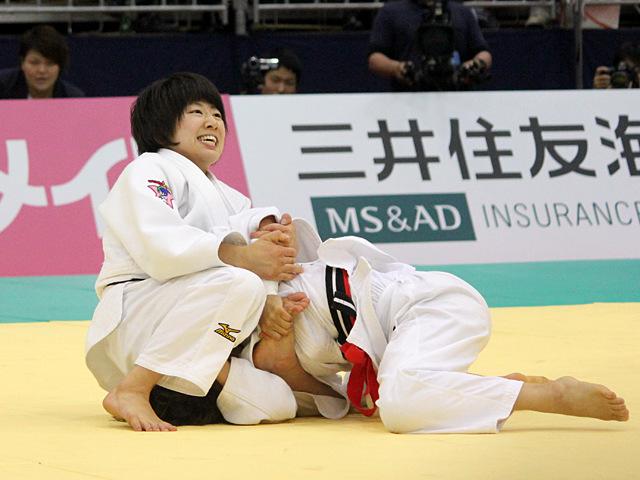女子48kg級決勝戦_浅見八瑠奈vs近藤亜美�B