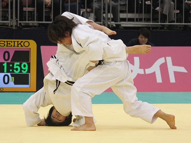 女子48kg級決勝戦_浅見八瑠奈vs近藤亜美�C