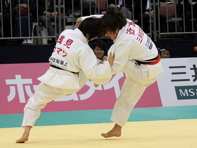 女子48kg級決勝戦_浅見八瑠奈vs近藤亜美�D
