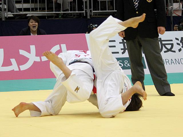女子48kg級決勝戦_浅見八瑠奈vs近藤亜美�F