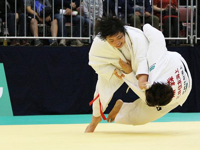 女子78kg超級 素根輝 vs 稲森奈見