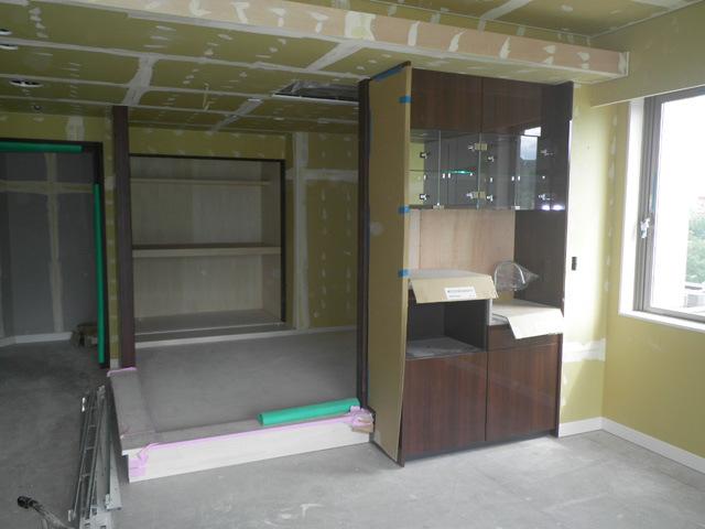 五階和室・リビングクロス下地パテ処理完了