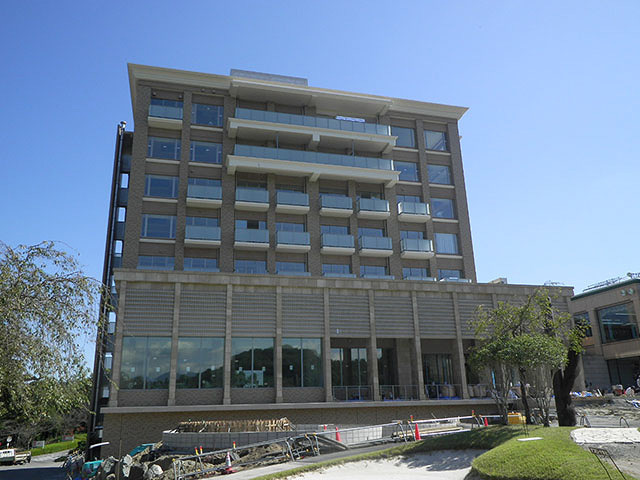 建物外観(西側)