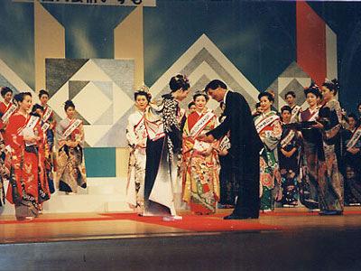 全国きものの女王コンテスト表彰式にて