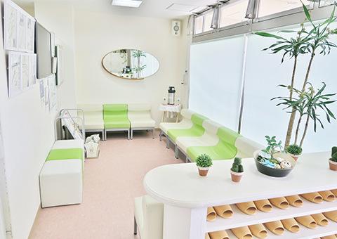 「杉田整骨院」待合室の写真