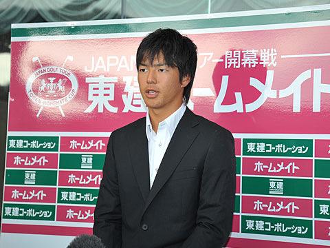 インタビューを受ける石川遼選手