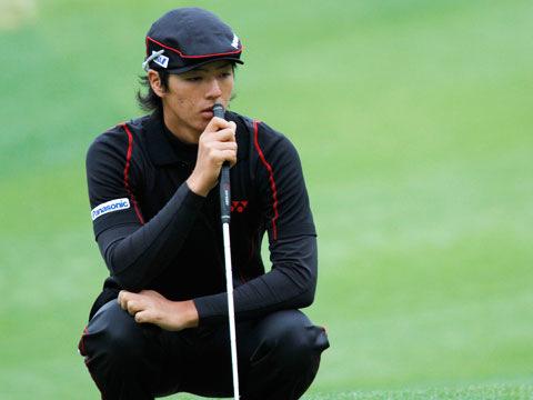 慎重に狙いを定める石川選手。
