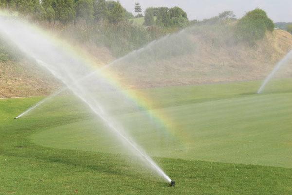 グリーン散水時の虹