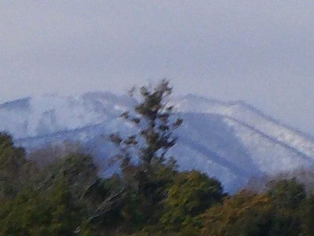 天気が良いとコースから鈴鹿山脈がご覧いただけます