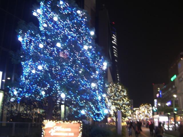 街中はイルミネーション,クリスマスソングであふれている