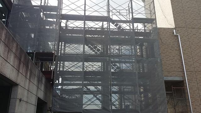渡り廊下を建設中です!