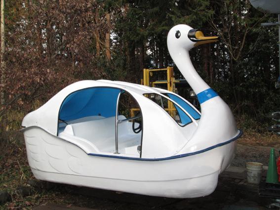 スワンボートがやってきます
