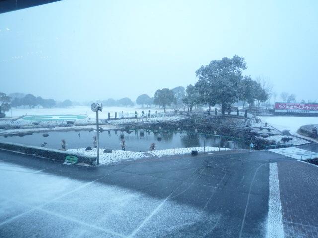 突然の降雪!!
