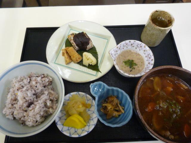 十六穀米定食が替わりました。