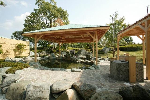 春の「期間限定温泉付き宿泊&ゴルフパック」