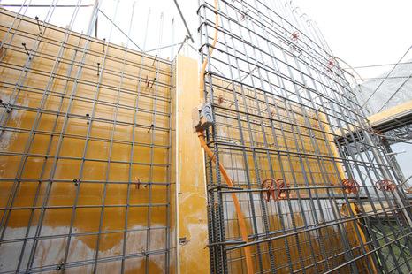 六階柱壁型枠工事①