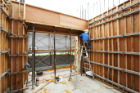 六階壁梁型枠工事③