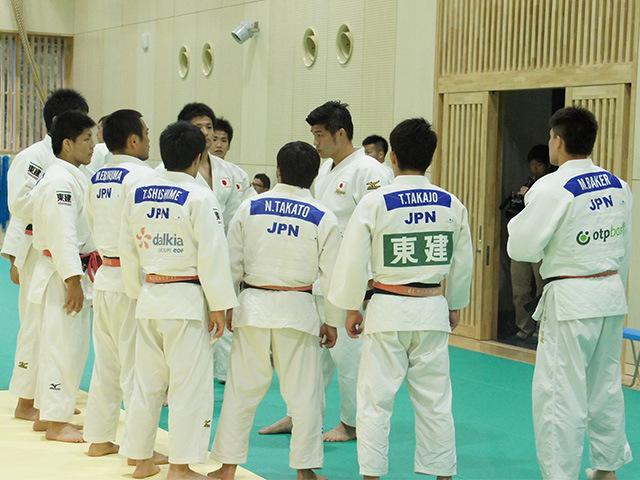 柔道男子日本代表選手とサポートメンバー