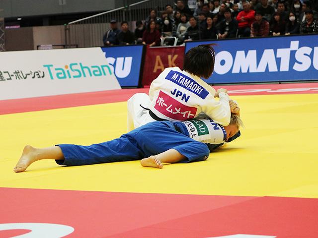 女子57kg級 玉置桃 vs J.KLIMKAIT