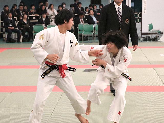 女子48kg級準決勝和田君華vs芳田真�@