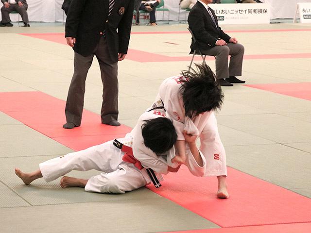 女子48kg級準決勝和田君華vs芳田真�A
