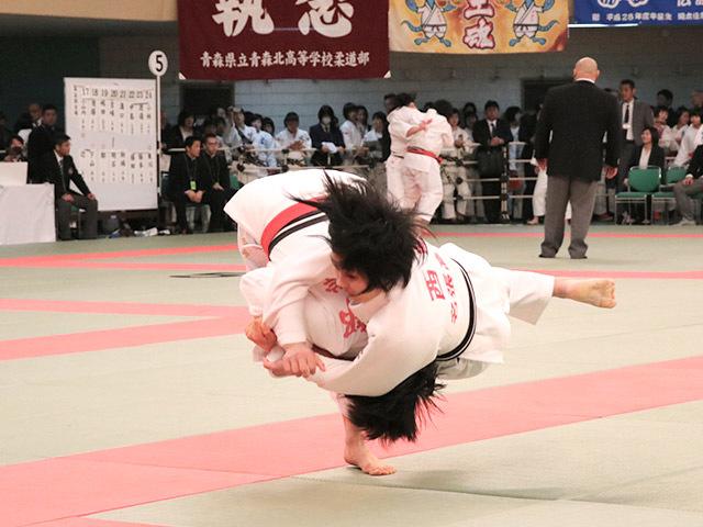 女子52kg級2回戦阿部詩vs西崎歩生