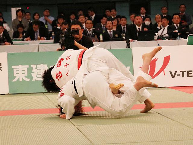 女子48kg級決勝戦<br>中馬梨歩vs吉岡光
