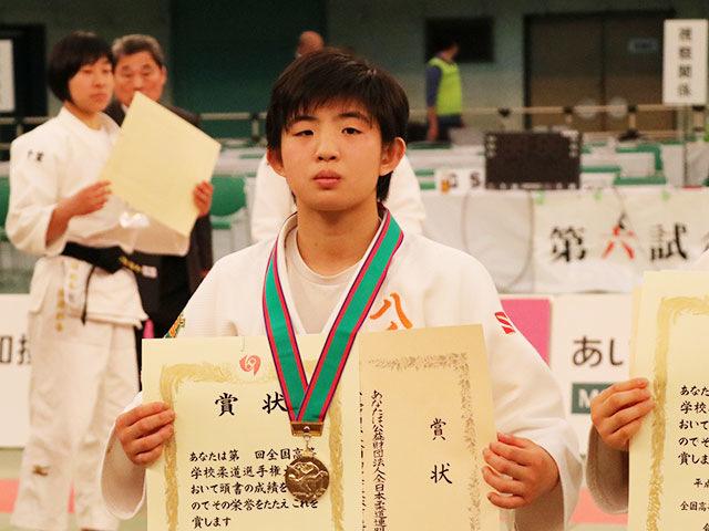 女子48kg級優勝<br>吉岡光