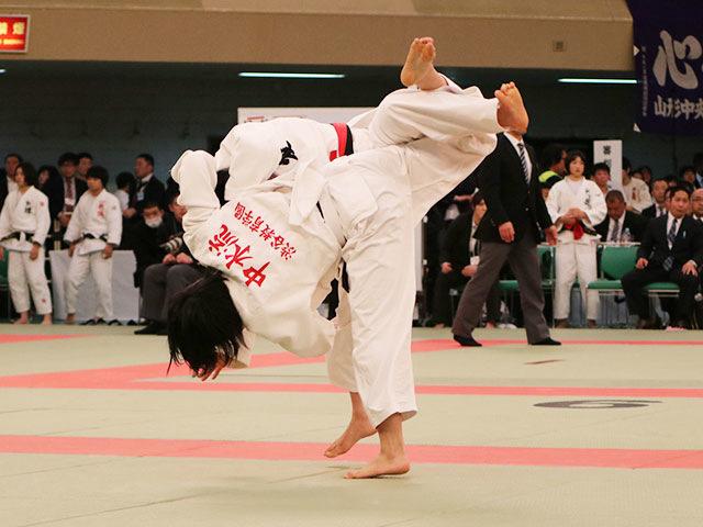 女子57kg級2回戦<br>中水流りりvs砂田遥